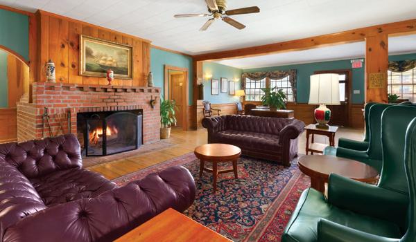 Days Inn Oceanfront sitting room - Kill Devil Hills