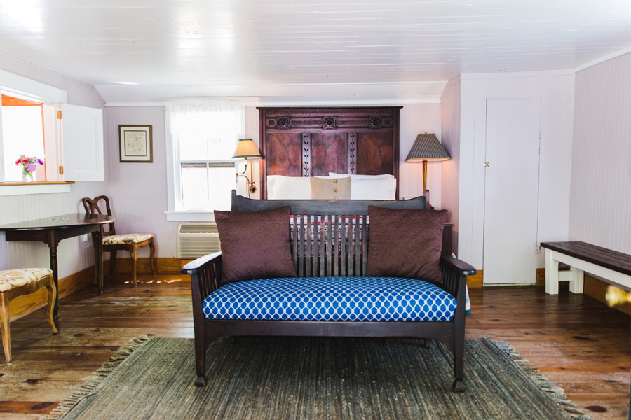 Room with King Bed and Bench Seating