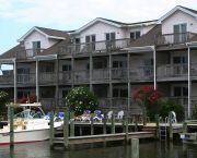 Suites W/great Views - Captain's Landing Waterfront Inn