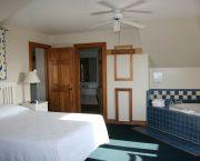 3rd Floor Suite - Pony Island Motel