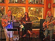 Mike Dianna's Grill Room, Trio Los Playeros