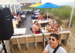 Beachside Bistro offers live music in-season
