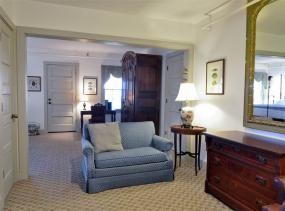 Elizabeth Glane room at First Colony Inn