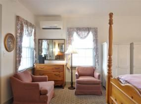 William Dutton room at First Colony Inn